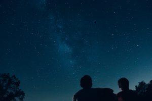 two people stargazing
